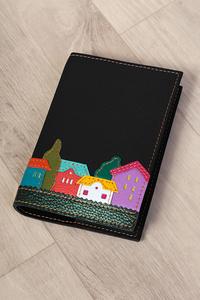 Кожаная обложка на блокнот «Веселые домики» черная