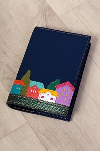 Кожаная обложка на блокнот «Веселые домики» темно-синяя